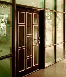 Входная дверь на основе оконного профилирования